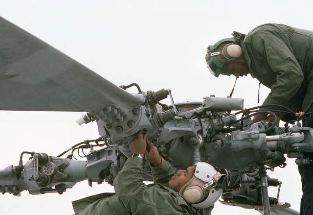 PH1(AC) Chuck Dutkiewicz ....Members of Light Helicopter Anti-submarine Squadron 43 (HSL-43) perform a preflight check on their SH-60B Sea Hawk helicopter. OFFICIAL U.S. NAVY PHOTO (RELEASED)