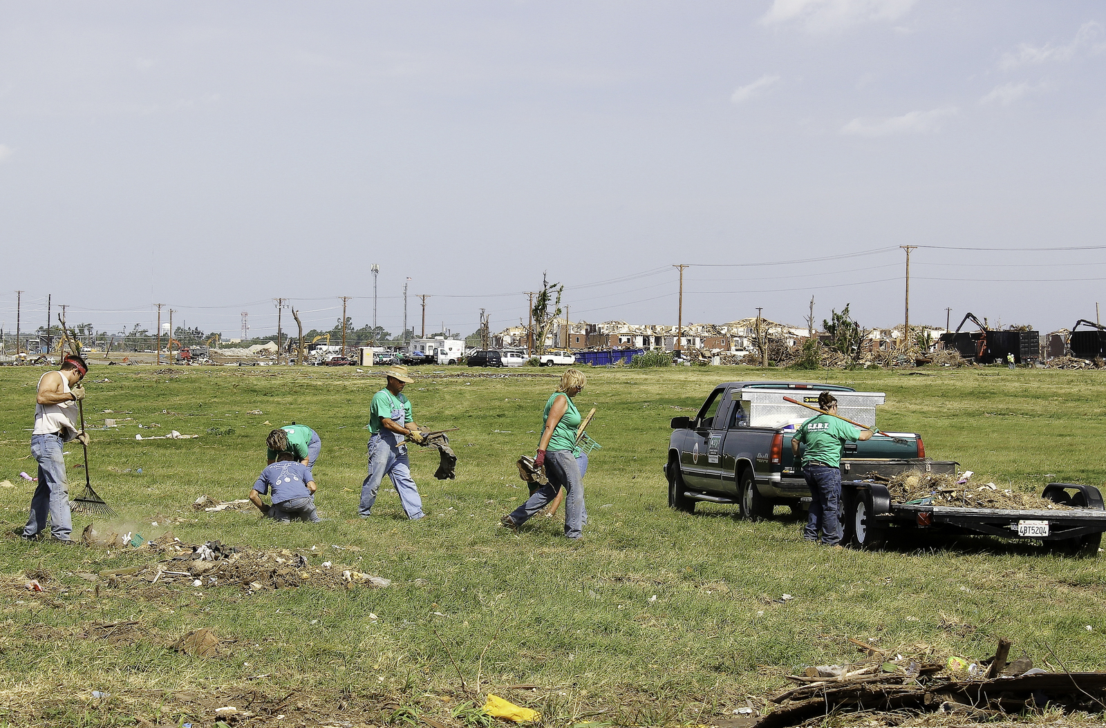 Severe Storm ^ Tornado - Joplin, Mo. , June 25, 2011  -  Volunteers collect debris along Duquesne Street, after an EF-5 tornado struck the cities of Joplin and Duquesne on May 22. - Photo by: Rossyveth Rey-Berríos/FEMA