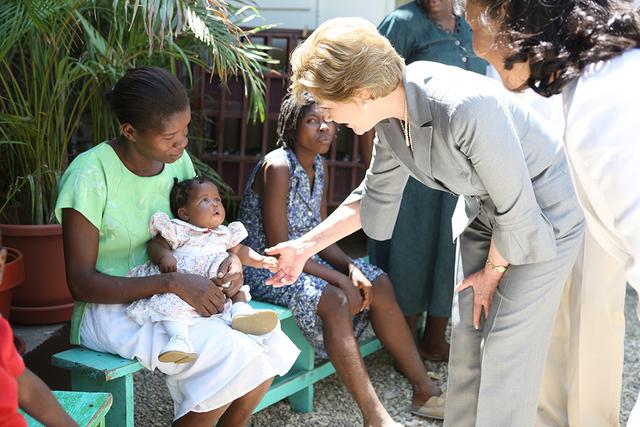 Mrs. Laura Bush Visits the GHESKIO HIV/AIDS Center's Women's Clinic in Port-au-Prince, Haiti
