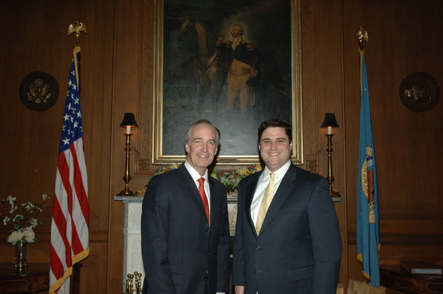 [Assignment: 48-DPA-03-27-08_SOI_K_Lowe] Secretary Dirk Kempthorne [at Main Interior] with Mitchell Lowe, [Interior's White House Liaison] [48-DPA-03-27-08_SOI_K_Lowe_IOD_2685.JPG]