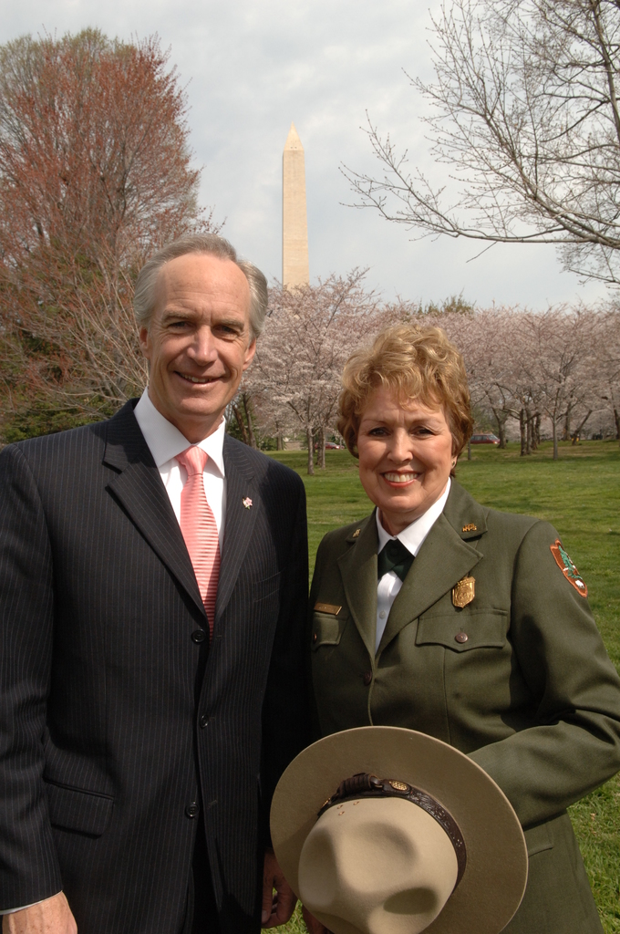 [Assignment: 48-DPA-03-28-08_SOI_K_NPS_Cherry] Visit of Secretary Dirk Kempthorne to Washington, D.C.'s Tidal Basin [and surrounding area, where he joined National Park Service Director Mary Bomar, National Mall and Memorial Parks Superintendent Peggy O'Dell, and National Cherry Blossom Festival, Inc. President Diana Mayhew for a] press conference [announcement of new and enhanced visitor services on the National Mall in time for the] 2008 Cherry Bloossom Festival. [The Secretary also spoke with National Park Service staff, U.S. Park Police personnel, and visitors around the Tidal Basin and National Mall.] [48-DPA-03-28-08_SOI_K_NPS_Cherry_DOI_1779.JPG]