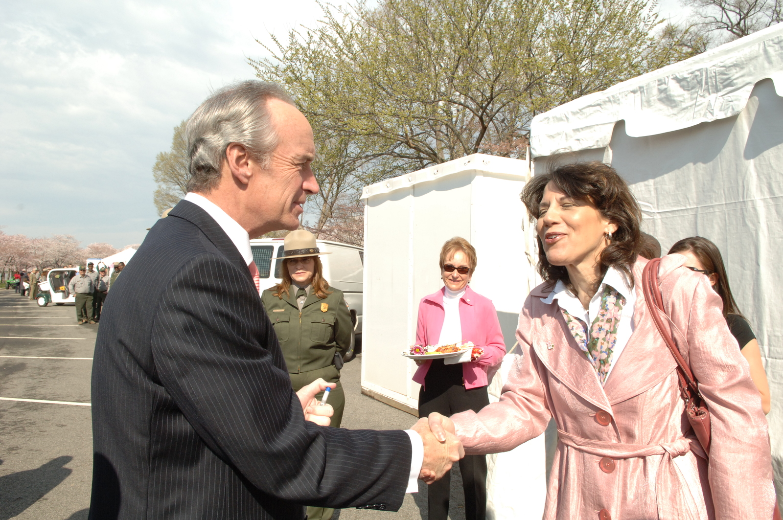 [Assignment: 48-DPA-03-28-08_SOI_K_NPS_Cherry] Visit of Secretary Dirk Kempthorne to Washington, D.C.'s Tidal Basin [and surrounding area, where he joined National Park Service Director Mary Bomar, National Mall and Memorial Parks Superintendent Peggy O'Dell, and National Cherry Blossom Festival, Inc. President Diana Mayhew for a] press conference [announcement of new and enhanced visitor services on the National Mall in time for the] 2008 Cherry Bloossom Festival. [The Secretary also spoke with National Park Service staff, U.S. Park Police personnel, and visitors around the Tidal Basin and National Mall.] [48-DPA-03-28-08_SOI_K_NPS_Cherry_IOD_2702.JPG]