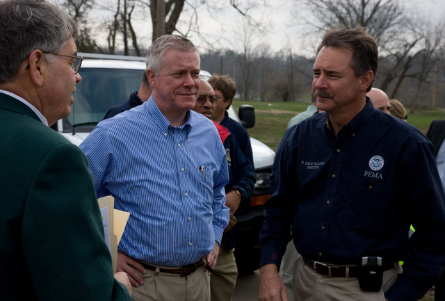 [Severe Storms and Flooding] Cape Girardeau, MO, March 27, 2008 -- The Cape Girardeau City Manager briefs FEMA Administrator David Paulison and Lieutenant Governor Kinder before a press conference on the Missouri flooding.  Andrea Booher/FEMA