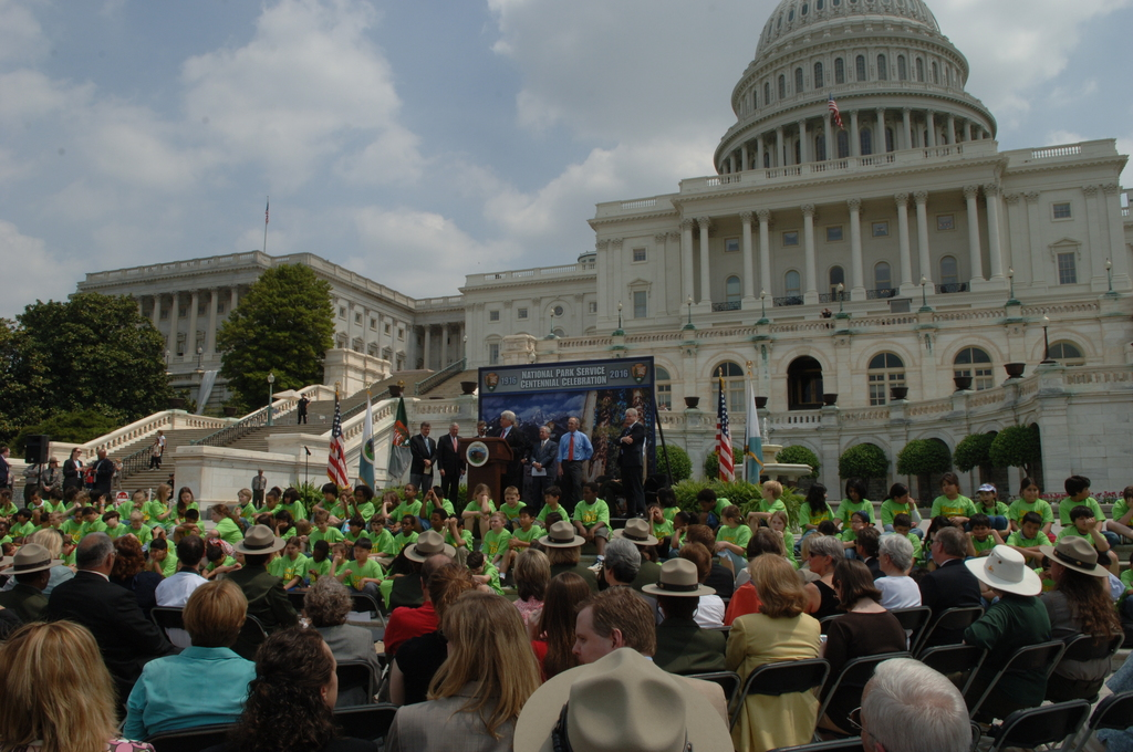 [Assignment: 48-DPA-04-24-08_SOI_K_CC_Ev] Press conference, [on the steps of the U.S. Capitol], announcing the final list of National Park Centennial Challenge projects [to be funded in 2008.] [48-DPA-04-24-08_SOI_K_CC_Ev_DOI_2439.JPG]