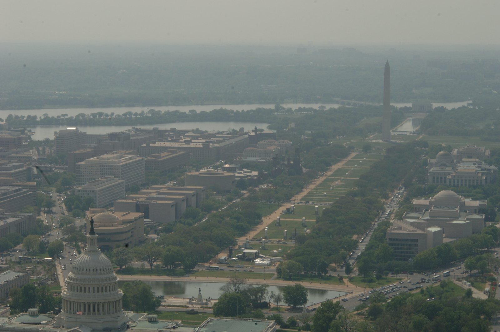 [Assignment: 48-DPA-04-25-08_SOI_K_USPP_Fly] Aerial views of Washington, D.C. [buildings, monuments, landscapes, taken during ride by] Secretary Dirk Kempthorne [and aides on] U.S. Park Police helicopter [48-DPA-04-25-08_SOI_K_USPP_Fly_DOI_2918.JPG]