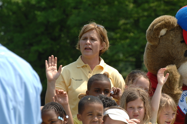[Assignment: 48-DPA-04-26-08_SOI_K_NPS_Jr_Park] Activities at the National Park Service (NPS)-sponsored National Junior Ranger Day on the National Mall, Washington, D.C., with Secretary Dirk Kempthorne [joining NPS officials, volunteers,  D.C. area schoolchildren and their families on hand] [48-DPA-04-26-08_SOI_K_NPS_Jr_Park_IOD_4535.JPG]