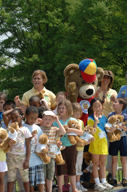 [Assignment: 48-DPA-04-26-08_SOI_K_NPS_Jr_Park] Activities at the National Park Service (NPS)-sponsored National Junior Ranger Day on the National Mall, Washington, D.C., with Secretary Dirk Kempthorne [joining NPS officials, volunteers,  D.C. area schoolchildren and their families on hand] [48-DPA-04-26-08_SOI_K_NPS_Jr_Park_IOD_4547.JPG]