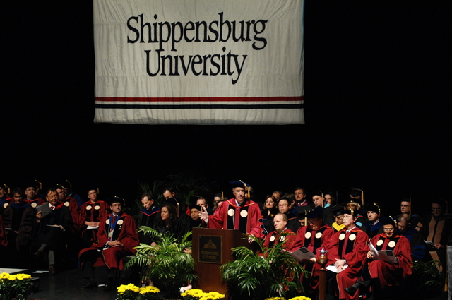[Assignment: 48-DPA-05-09-08_SOI_K_Shipp_Grad] Visit of Secretary Dirk Kempthorne to Shippensburg University, Shippensburg, Pennsylvania, [where he delivered address at the] graduate commencement ceremony, [Luhrs Performing Arts Center] [48-DPA-05-09-08_SOI_K_Shipp_Grad_IOD_0053.JPG]