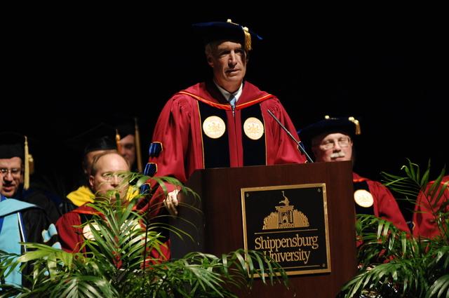 [Assignment: 48-DPA-05-09-08_SOI_K_Shipp_Grad] Visit of Secretary Dirk Kempthorne to Shippensburg University, Shippensburg, Pennsylvania, [where he delivered address at the] graduate commencement ceremony, [Luhrs Performing Arts Center] [48-DPA-05-09-08_SOI_K_Shipp_Grad_IOD_0113.JPG]