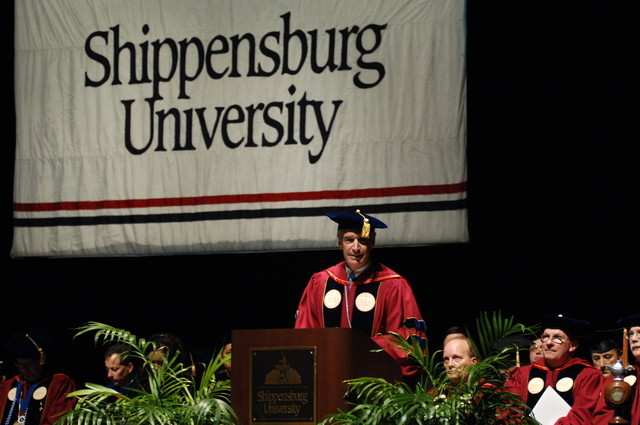 [Assignment: 48-DPA-05-09-08_SOI_K_Shipp_Grad] Visit of Secretary Dirk Kempthorne to Shippensburg University, Shippensburg, Pennsylvania, [where he delivered address at the] graduate commencement ceremony, [Luhrs Performing Arts Center] [48-DPA-05-09-08_SOI_K_Shipp_Grad_IOD_0043.JPG]