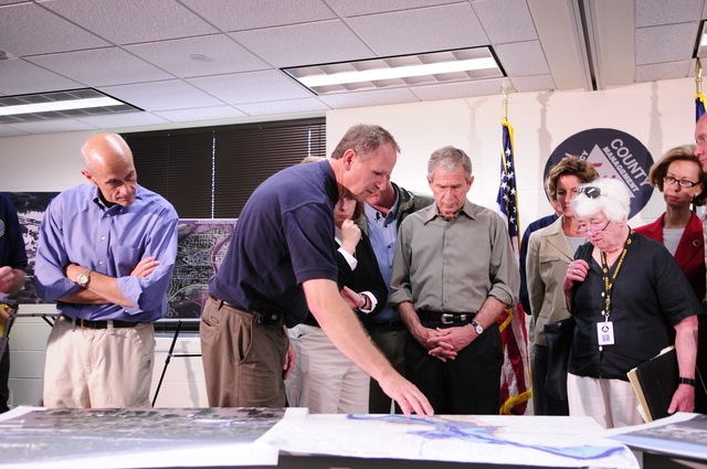 [Severe Storms, Tornadoes, and Flooding] Cedar Rapids, IA, June 19, 2008 -- FEMA's Region VII Administrator, Richard Hainje, briefs President Bush, on the Iowa flooding, prior to an aerial tour.  Department of Homeland Security Secretary, Michael Chertoff is on left, Iowa City Mayor, Regenia Bailey, hand on chin and Cedar Rapids Mayor, Kaye Haloran is on right.  Barry Bahler/FEMA