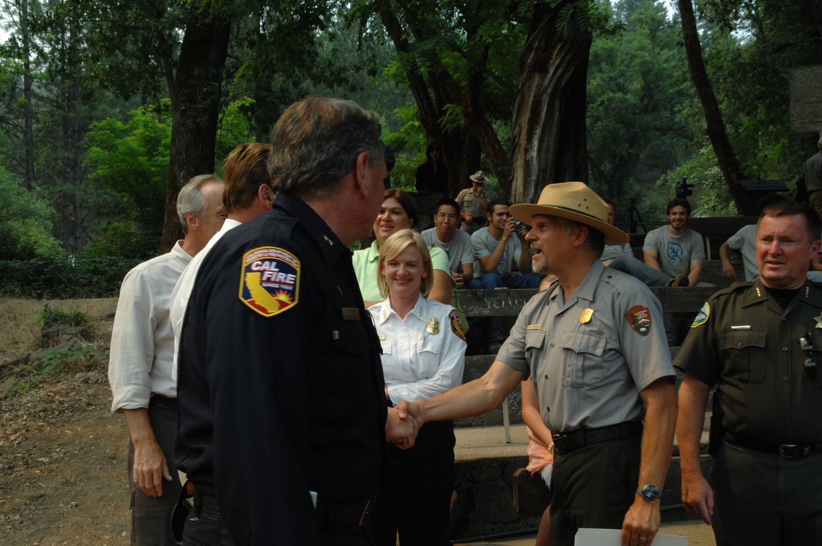 [Assignment: 48-DPA-06-27-08_SOI_K_CA_Fires_Gov] Visit of Secretary Dirk Kempthorne to the Whiskeytown Base in the Whiskeytown National Recreation Area in northern California, where he joined California Governor Arnold Schwarzenegger [and other officials, National Park Service personnel, and firefighters at a briefing on the] Whiskeytown Complex fires [and the status of firefighting efforts throughout the state] [48-DPA-06-27-08_SOI_K_CA_Fires_Gov_IOD_7685.JPG]
