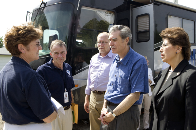 [Severe Storms, Tornadoes, and Flooding] FEMA/State Disaster Recovery Center, Palo, IA, July 1, 2008 -- Pat Ferris, manager of the FEMA/State Disaster Recovery Center in Palo, Iowa, greets Secretary of Commerce Carlos Gutierrez, FEMA Federal Coordinating Officer Bill Vogel, Jovita Carranza, Acting Administrator of the Small Business Association, and Cedar Rapids Congressman David Loebsack. Susie Shapira/FEMA