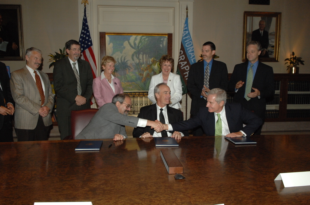 """[Assignment: 48-DPA-08-09-08_SOI_K_Nat_Geo_MOU] Signing ceremony, at National Geographic Society (NGS) headquarters in Washington, D.C., for Memorandum of Understanding  [promoting environment-sustaining and enhancing """"geotourism"""" through an NGS partnership with the Department of the Interior, Department of Agriculture, and constituent agencies including Bureau of Indian Affairs, Bureau of Land Management, National Park Service, U.S. Fish and Wildlife Service, and U.S. Forest Service] [48-DPA-08-09-08_SOI_K_Nat_Geo_MOU_IOD_9034.JPG]"""
