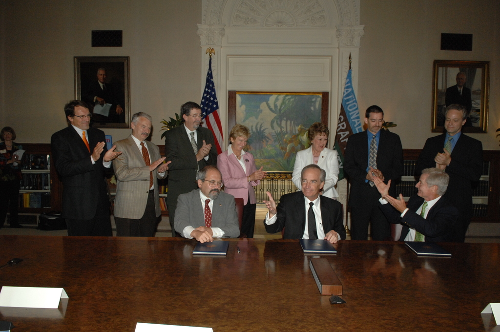 """[Assignment: 48-DPA-08-09-08_SOI_K_Nat_Geo_MOU] Signing ceremony, at National Geographic Society (NGS) headquarters in Washington, D.C., for Memorandum of Understanding  [promoting environment-sustaining and enhancing """"geotourism"""" through an NGS partnership with the Department of the Interior, Department of Agriculture, and constituent agencies including Bureau of Indian Affairs, Bureau of Land Management, National Park Service, U.S. Fish and Wildlife Service, and U.S. Forest Service] [48-DPA-08-09-08_SOI_K_Nat_Geo_MOU_IOD_9038.JPG]"""