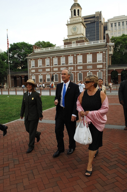 [Assignment: 48-DPA-07-13-08_SOI_K_Philly_Tour] Secretary Dirk Kempthorne on visit to Independence National Historical Park [and environs] in Philadelphia, Pennsylvania, [where he toured with his wife Patricia, aides, and Independence National Historical Park Deputy Superintendent Darla Sidles, and spoke with National Park Service staff, law enforcement personnel, and visitors] [48-DPA-07-13-08_SOI_K_Philly_Tour_IOD_9259.JPG]