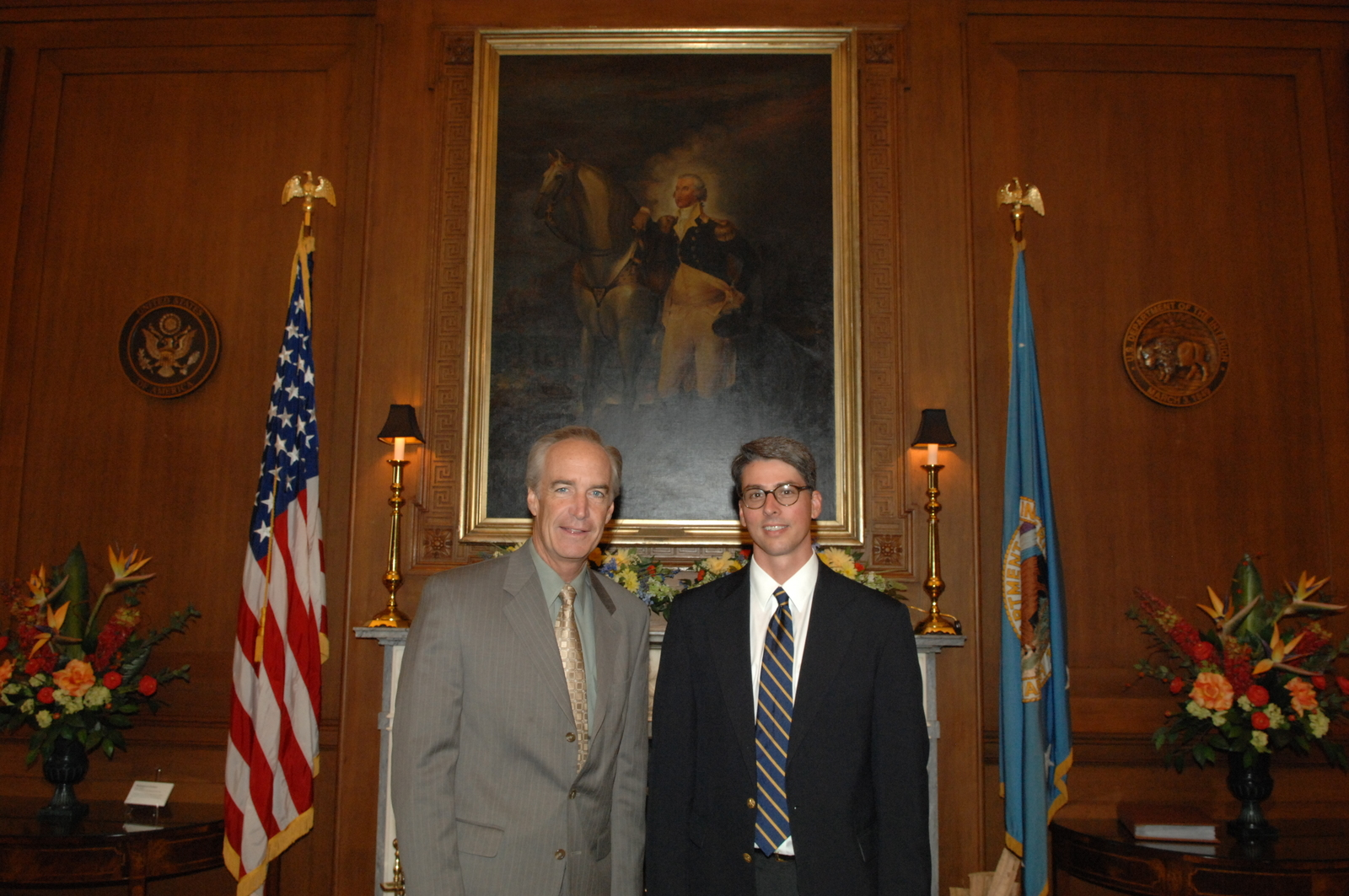 [Assignment: 48-DPA-07-31-08_SOI_K_JHarris] Secretary Dirk Kempthorne [at Main Interior] with James Harris, [Associate Solicitor for Mineral Resources,  Office of the Solicitor] [48-DPA-07-31-08_SOI_K_JHarris_IOD_1538.JPG]