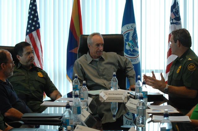 [Assignment: 48-DPA-08-12-08_SOI_K_AZ_Border_Pat] Visit of Secretary Dirk Kempthorne to [Pima County,] Arizona's border area with Mexico,  [where he joined] U.S. Customs and Border Protection personnel for meetings, tours, [flights, inspections] [48-DPA-08-12-08_SOI_K_AZ_Border_Pat_DOI_6363.JPG]