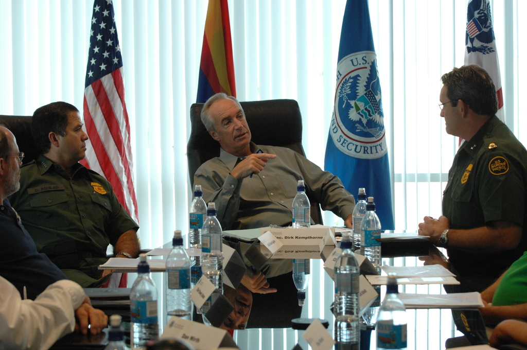 [Assignment: 48-DPA-08-12-08_SOI_K_AZ_Border_Pat] Visit of Secretary Dirk Kempthorne to [Pima County,] Arizona's border area with Mexico,  [where he joined] U.S. Customs and Border Protection personnel for meetings, tours, [flights, inspections] [48-DPA-08-12-08_SOI_K_AZ_Border_Pat_DOI_6368.JPG]