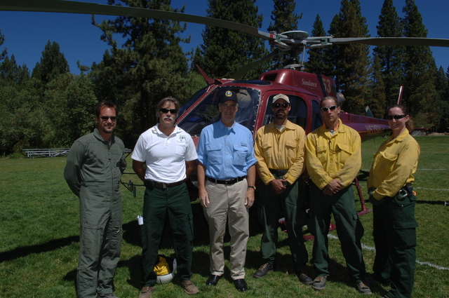 [Assignment: 48-DPA-08-17-08_SOI_K_Lake_T_Fire] Secretary Dirk Kempthorne with Forest Service firefighting personnel in the Lake Tahoe area [during visit to Nevada to participate in the annual] Lake Tahoe Restoration Summit, [where he joined federal, state, local, tribal leaders in the environmental forum] [48-DPA-08-17-08_SOI_K_Lake_T_Fire_IOD_1790.JPG]