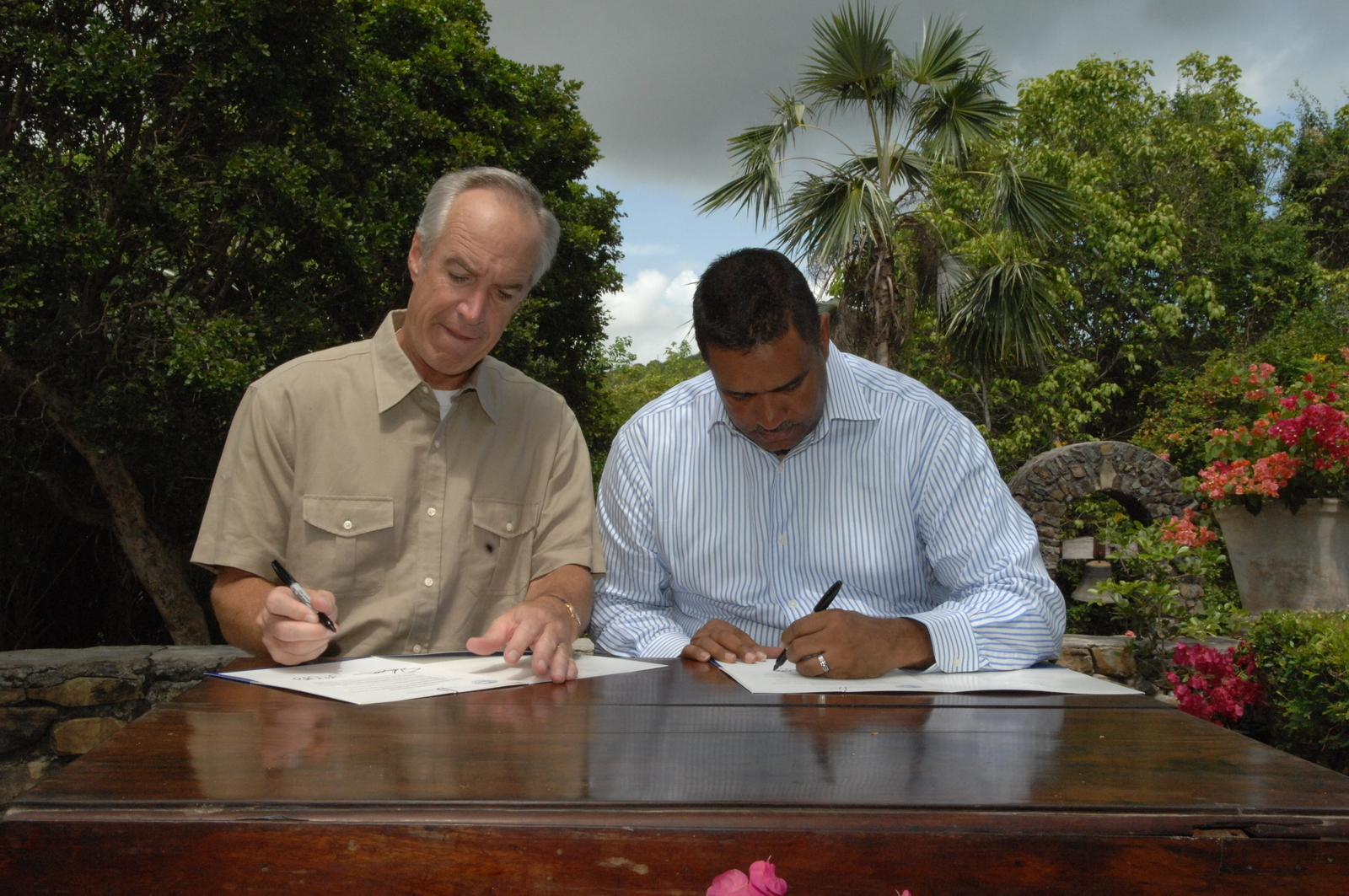 [Assignment: 48-DPA-08-21-08_SOI_K_Croix] Visit of Secretary Dirk Kempthorne [and aides] to St. Croix,  U.S. Virgin Islands, [for touring of the Estate Grange Alexander Hamilton Boyhood Home, the Juan F. Luis Hospital, and other natural and developed sites, as well as discussions with National Park Service personnel and Virgin Islands officials [48-DPA-08-21-08_SOI_K_Croix_IOD_3426.JPG]
