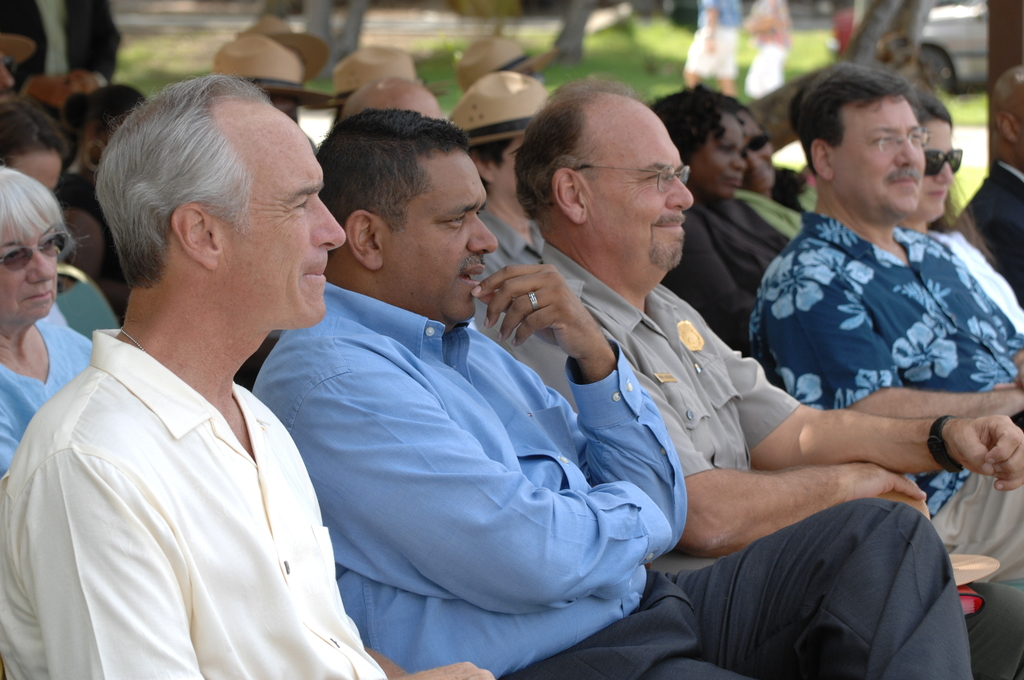 [Assignment: 48-DPA-08-23-08_SOI_K_Johns] Visit of Secretary Dirk Kempthorne [and aides] to St. John, U.S. Virgin Islands, [for tour of Virgin Islands National Park and other natural and developed sites, discussions with National Park Service personnel and Virgin Islands officials, and press conference at the National Park Service Dock Visitor Center concerning acquisition of land for new school construction] [48-DPA-08-23-08_SOI_K_Johns_IOD_3558.JPG]