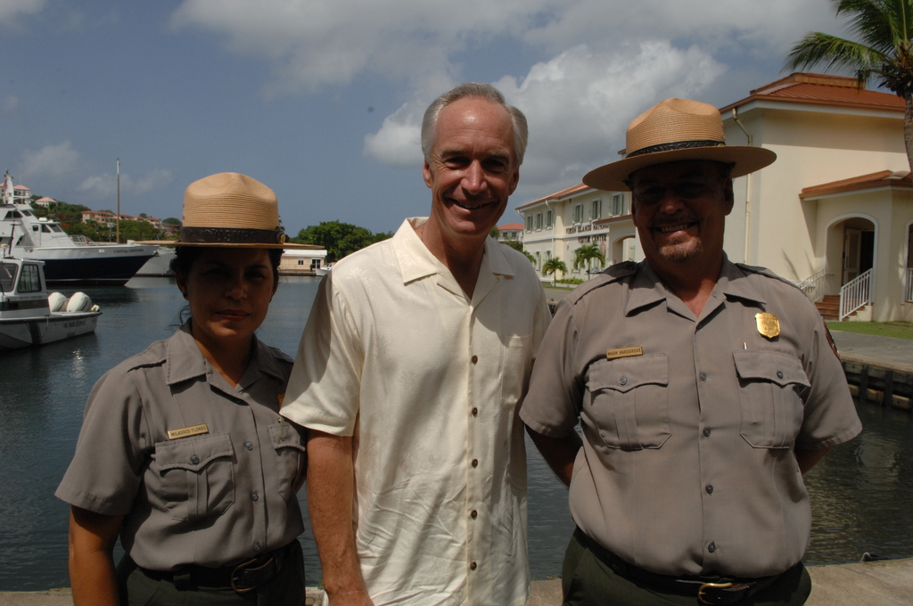 [Assignment: 48-DPA-08-23-08_SOI_K_Johns] Visit of Secretary Dirk Kempthorne [and aides] to St. John, U.S. Virgin Islands, [for tour of Virgin Islands National Park and other natural and developed sites, discussions with National Park Service personnel and Virgin Islands officials, and press conference at the National Park Service Dock Visitor Center concerning acquisition of land for new school construction] [48-DPA-08-23-08_SOI_K_Johns_DOI_8042.JPG]