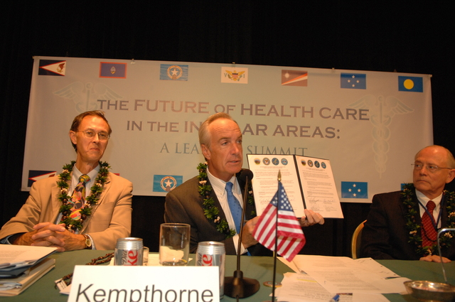 """[Assignment: 48-DPA-09-29-08_SOI_K_Isl_Conf_Sign] Signing of interagency coordination pledge at the Insular Areas Health Summit [(""""The Future of Health Care in the Insular Areas: A Leaders Summit"""") at the Marriott Hotel in] Honolulu, Hawaii, where Interior Secretary Dirk Kempthorne [joined senior federal health officials and leaders of the U.S. territories and freely associated states to discuss strategies and initiatives for advancing health care in those communities [48-DPA-09-29-08_SOI_K_Isl_Conf_Sign_DOI_0610.JPG]"""