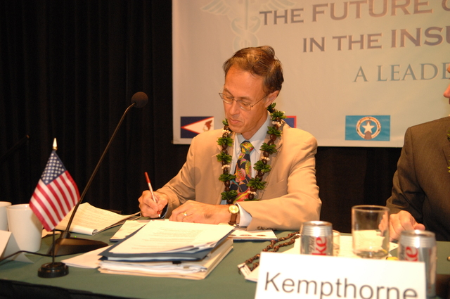 """[Assignment: 48-DPA-09-29-08_SOI_K_Isl_Conf_Sign] Signing of interagency coordination pledge at the Insular Areas Health Summit [(""""The Future of Health Care in the Insular Areas: A Leaders Summit"""") at the Marriott Hotel in] Honolulu, Hawaii, where Interior Secretary Dirk Kempthorne [joined senior federal health officials and leaders of the U.S. territories and freely associated states to discuss strategies and initiatives for advancing health care in those communities [48-DPA-09-29-08_SOI_K_Isl_Conf_Sign_DOI_0598.JPG]"""