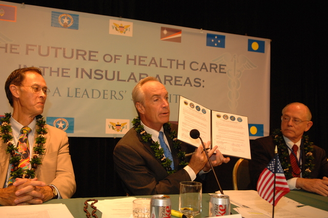 """[Assignment: 48-DPA-09-29-08_SOI_K_Isl_Conf_Sign] Signing of interagency coordination pledge at the Insular Areas Health Summit [(""""The Future of Health Care in the Insular Areas: A Leaders Summit"""") at the Marriott Hotel in] Honolulu, Hawaii, where Interior Secretary Dirk Kempthorne [joined senior federal health officials and leaders of the U.S. territories and freely associated states to discuss strategies and initiatives for advancing health care in those communities [48-DPA-09-29-08_SOI_K_Isl_Conf_Sign_DOI_0609.JPG]"""