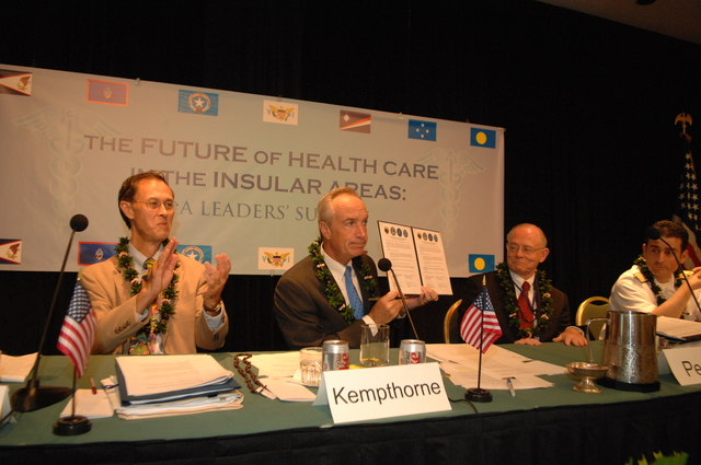 """[Assignment: 48-DPA-09-29-08_SOI_K_Isl_Conf_Sign] Signing of interagency coordination pledge at the Insular Areas Health Summit [(""""The Future of Health Care in the Insular Areas: A Leaders Summit"""") at the Marriott Hotel in] Honolulu, Hawaii, where Interior Secretary Dirk Kempthorne [joined senior federal health officials and leaders of the U.S. territories and freely associated states to discuss strategies and initiatives for advancing health care in those communities [48-DPA-09-29-08_SOI_K_Isl_Conf_Sign_DOI_0613.JPG]"""