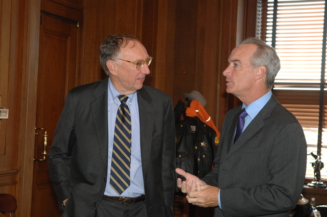 [Assignment: 48-DPA-10-14-08_SOI_K_Dange] Secretary Dirk Kempthorne [meeting at Main Interior with business executive and environmental scientist] Jack Dangermond, [founder of the mapping software company, Environmental Systems Research Institute] [48-DPA-10-14-08_SOI_K_Dange_DOI_1344.JPG]