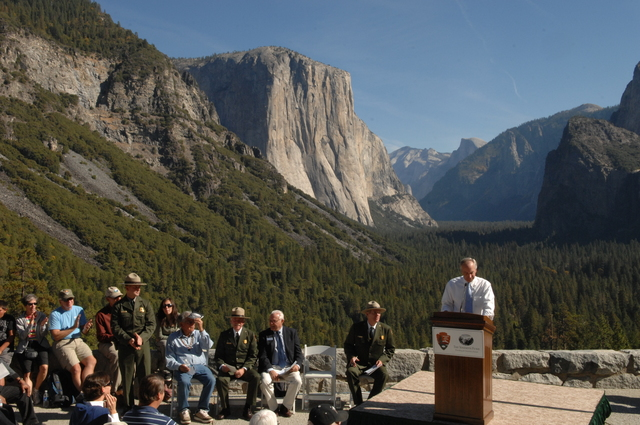 [Assignment: 48-DPA-10-24-08_SOI_K_Yosem] Visit of Secretary Dirk Kempthorne [and aides] to Yosemite National Park, California, [for touring, participation in ceremonies marking the completion of renovations to the historic Tunnel View Overlook.] [48-DPA-10-24-08_SOI_K_Yosem_DOI_2992.JPG]