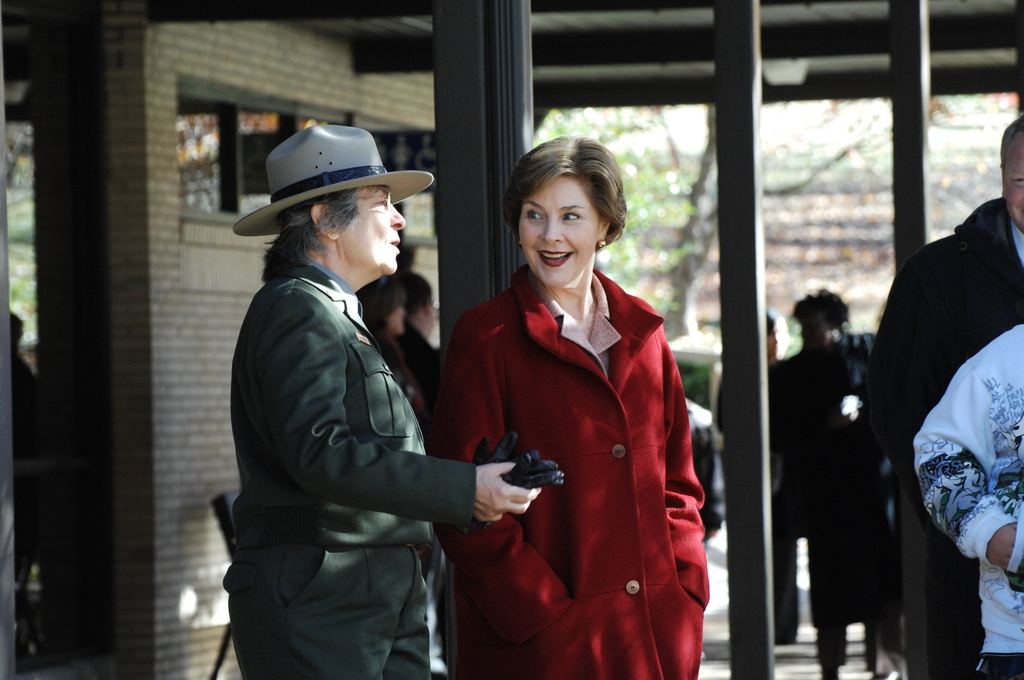 [Assignment: 48-DPA-11-18-08_SOI_K_FLOTUS] Visit of Secretary Dirk Kempthorne to the Abraham Lincoln Birthplace National Historic Site in Hodgenville, Kentucky, where he joined First Lady Laura Bush, [Historic Site Superintendent Keith Pruitt, and Libby O'Connell, Chief Historian of A and E Television's History Channel, for tours, remarks, interactions with National Park Service staff and visitors] [48-DPA-11-18-08_SOI_K_FLOTUS_IOD_8004.JPG]