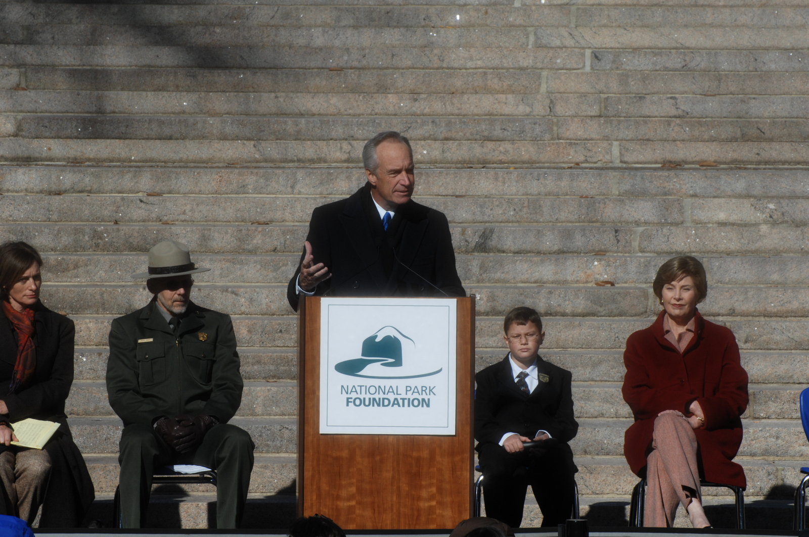 [Assignment: 48-DPA-11-18-08_SOI_K_FLOTUS] Visit of Secretary Dirk Kempthorne to the Abraham Lincoln Birthplace National Historic Site in Hodgenville, Kentucky, where he joined First Lady Laura Bush, [Historic Site Superintendent Keith Pruitt, and Libby O'Connell, Chief Historian of A and E Television's History Channel, for tours, remarks, interactions with National Park Service staff and visitors] [48-DPA-11-18-08_SOI_K_FLOTUS_IOD_8062.JPG]