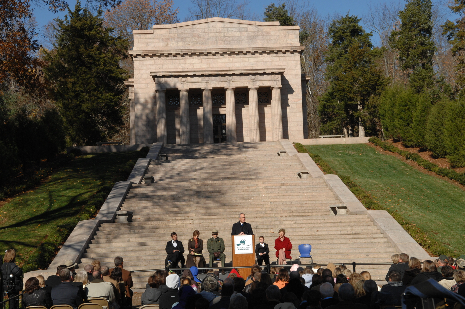 [Assignment: 48-DPA-11-18-08_SOI_K_FLOTUS] Visit of Secretary Dirk Kempthorne to the Abraham Lincoln Birthplace National Historic Site in Hodgenville, Kentucky, where he joined First Lady Laura Bush, [Historic Site Superintendent Keith Pruitt, and Libby O'Connell, Chief Historian of A and E Television's History Channel, for tours, remarks, interactions with National Park Service staff and visitors] [48-DPA-11-18-08_SOI_K_FLOTUS_DOI_3850.JPG]