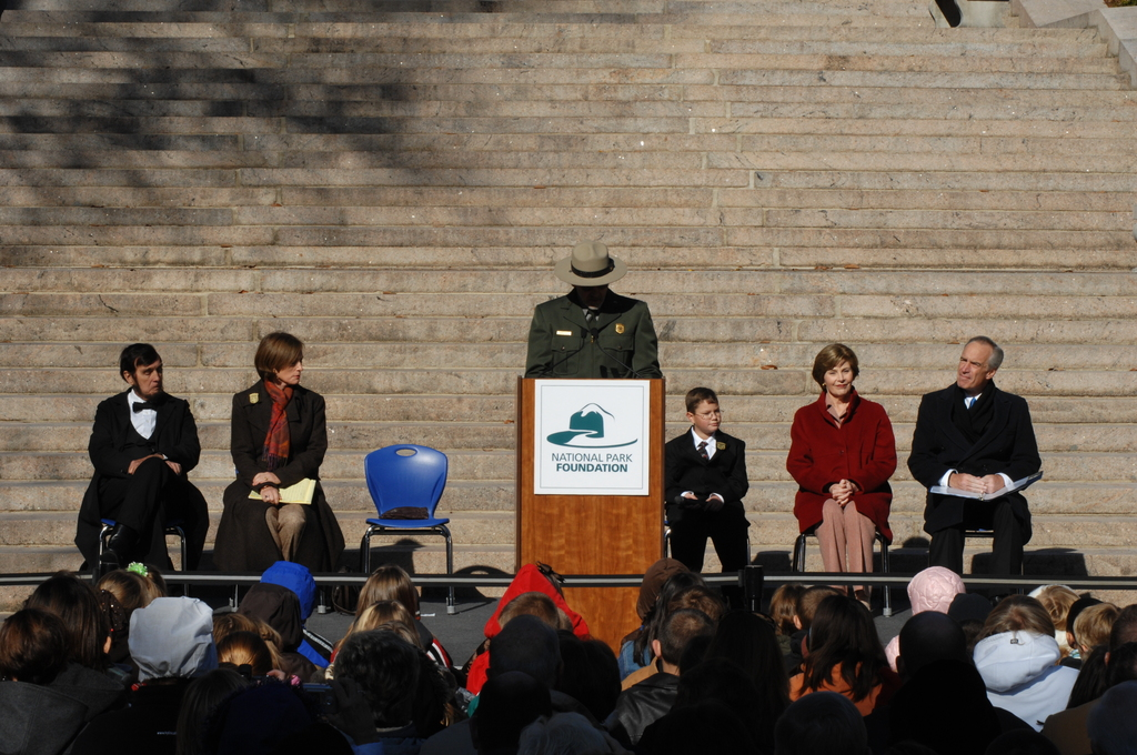 [Assignment: 48-DPA-11-18-08_SOI_K_FLOTUS] Visit of Secretary Dirk Kempthorne to the Abraham Lincoln Birthplace National Historic Site in Hodgenville, Kentucky, where he joined First Lady Laura Bush, [Historic Site Superintendent Keith Pruitt, and Libby O'Connell, Chief Historian of A and E Television's History Channel, for tours, remarks, interactions with National Park Service staff and visitors] [48-DPA-11-18-08_SOI_K_FLOTUS_IOD_8047.JPG]