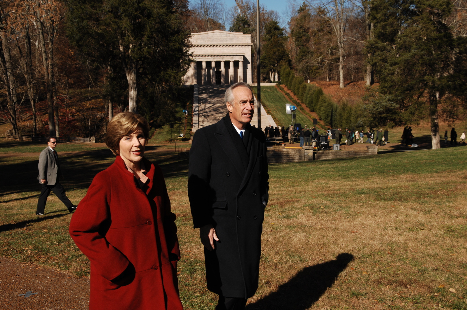 [Assignment: 48-DPA-11-18-08_SOI_K_FLOTUS] Visit of Secretary Dirk Kempthorne to the Abraham Lincoln Birthplace National Historic Site in Hodgenville, Kentucky, where he joined First Lady Laura Bush, [Historic Site Superintendent Keith Pruitt, and Libby O'Connell, Chief Historian of A and E Television's History Channel, for tours, remarks, interactions with National Park Service staff and visitors] [48-DPA-11-18-08_SOI_K_FLOTUS_IOD_8241.JPG]