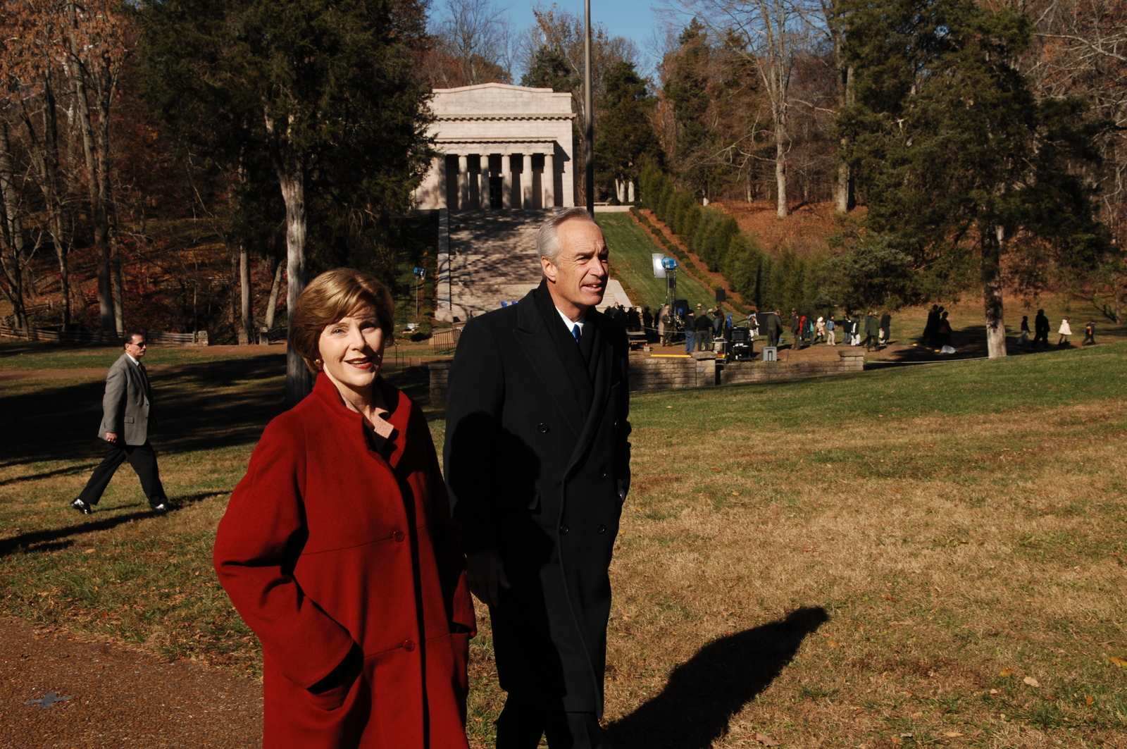 [Assignment: 48-DPA-11-18-08_SOI_K_FLOTUS] Visit of Secretary Dirk Kempthorne to the Abraham Lincoln Birthplace National Historic Site in Hodgenville, Kentucky, where he joined First Lady Laura Bush, [Historic Site Superintendent Keith Pruitt, and Libby O'Connell, Chief Historian of A and E Television's History Channel, for tours, remarks, interactions with National Park Service staff and visitors] [48-DPA-11-18-08_SOI_K_FLOTUS_IOD_8242.JPG]