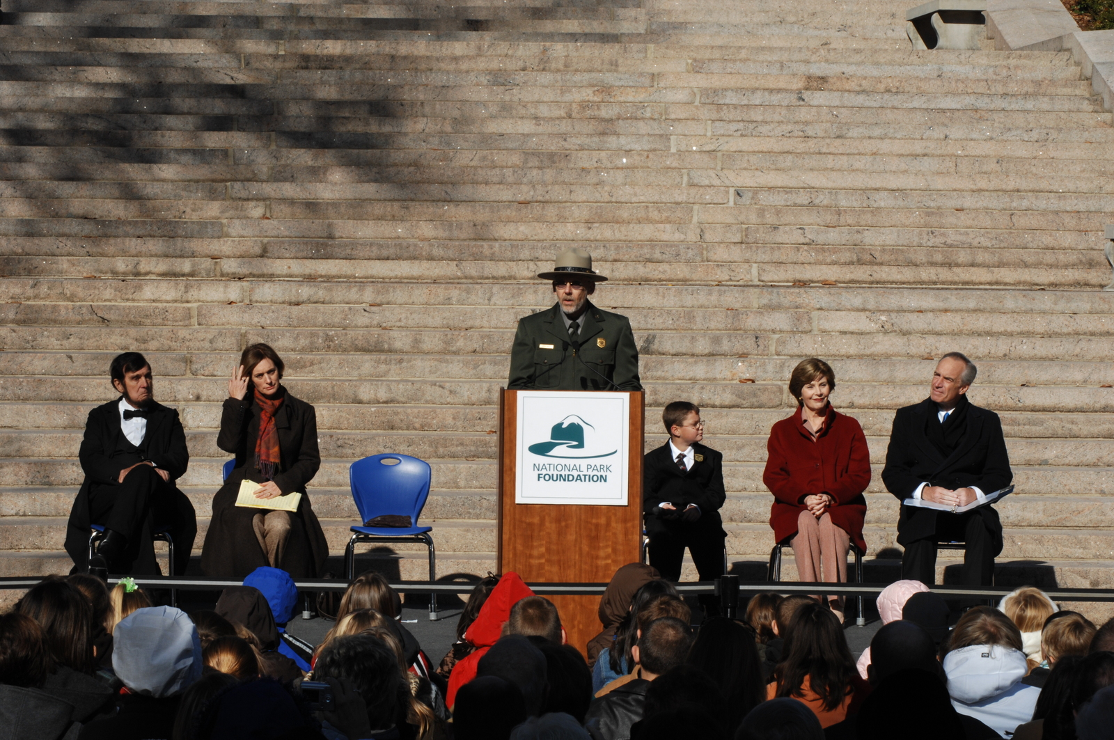 [Assignment: 48-DPA-11-18-08_SOI_K_FLOTUS] Visit of Secretary Dirk Kempthorne to the Abraham Lincoln Birthplace National Historic Site in Hodgenville, Kentucky, where he joined First Lady Laura Bush, [Historic Site Superintendent Keith Pruitt, and Libby O'Connell, Chief Historian of A and E Television's History Channel, for tours, remarks, interactions with National Park Service staff and visitors] [48-DPA-11-18-08_SOI_K_FLOTUS_IOD_8050.JPG]