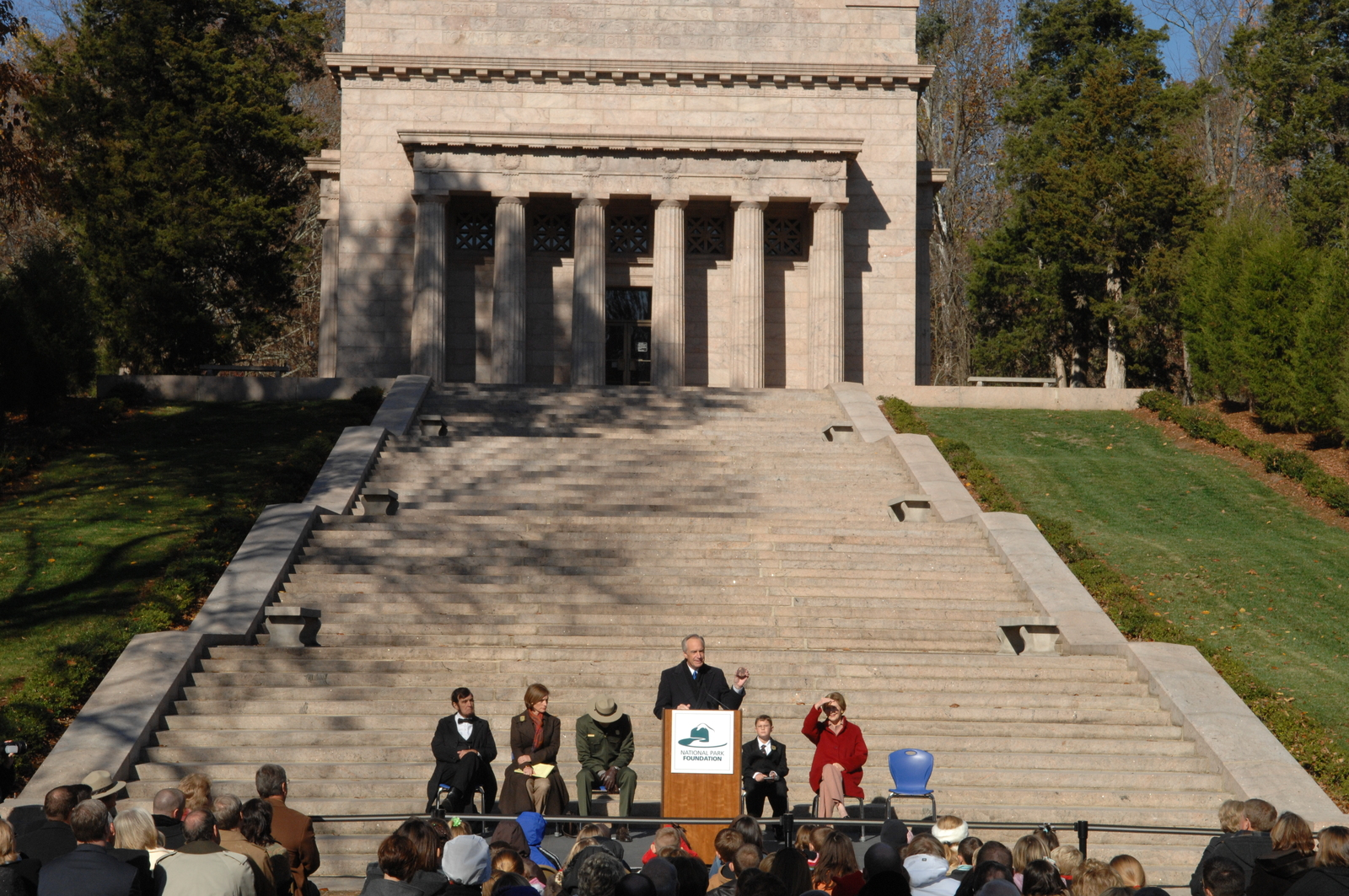 [Assignment: 48-DPA-11-18-08_SOI_K_FLOTUS] Visit of Secretary Dirk Kempthorne to the Abraham Lincoln Birthplace National Historic Site in Hodgenville, Kentucky, where he joined First Lady Laura Bush, [Historic Site Superintendent Keith Pruitt, and Libby O'Connell, Chief Historian of A and E Television's History Channel, for tours, remarks, interactions with National Park Service staff and visitors] [48-DPA-11-18-08_SOI_K_FLOTUS_DOI_3846.JPG]