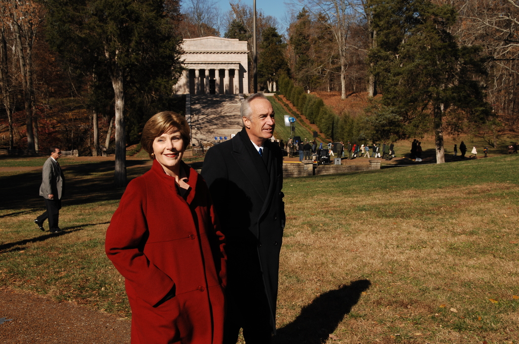 [Assignment: 48-DPA-11-18-08_SOI_K_FLOTUS] Visit of Secretary Dirk Kempthorne to the Abraham Lincoln Birthplace National Historic Site in Hodgenville, Kentucky, where he joined First Lady Laura Bush, [Historic Site Superintendent Keith Pruitt, and Libby O'Connell, Chief Historian of A and E Television's History Channel, for tours, remarks, interactions with National Park Service staff and visitors] [48-DPA-11-18-08_SOI_K_FLOTUS_IOD_8243.JPG]