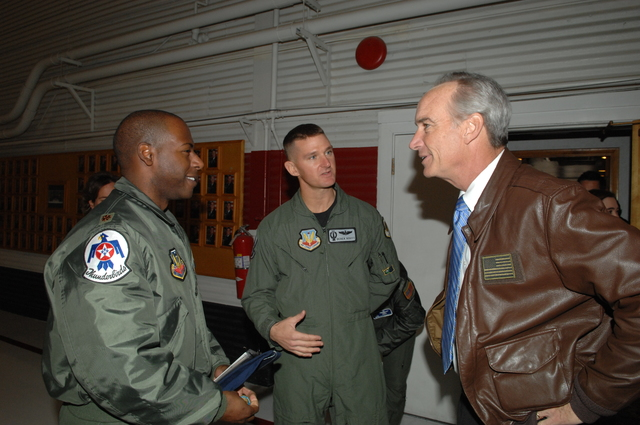 [Assignment: 48-DPA-12-17-08_SOI_K_CRWUA_Thun] Visit of Secretary Dirk Kempthorne to [Nellis Air Force Base, Nevada, where he toured facilities, viewed aircraft,  and met with personnel of the Air Force's Air Demonstration Squadron], the Thunderbirds [48-DPA-12-17-08_SOI_K_CRWUA_Thun_DOI_4681.JPG]