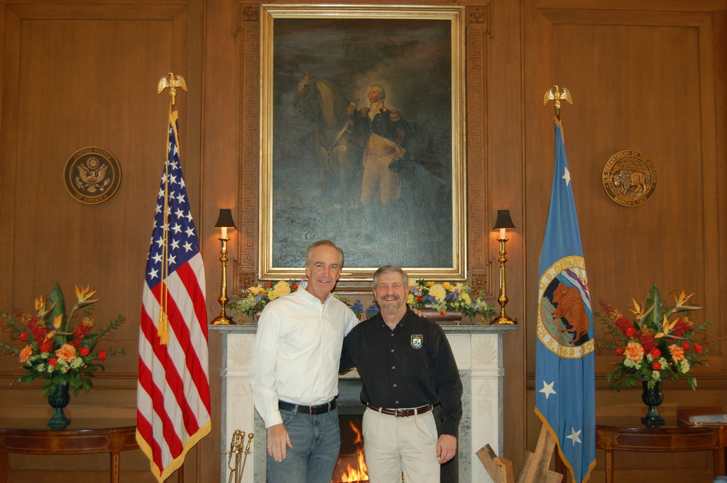 [Assignment: 48-DPA-01-02-09_SOI_K_DHall] Secretary Dirk Kempthorne with Fish and Wildlife Service Director H. Dale Hall [at Main Interior] [48-DPA-01-02-09_SOI_K_DHall_DSC_0006.JPG]