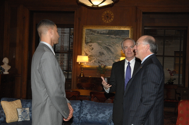 [Assignment: 48-DPA-01-06-09_SOI_K_Salazar] Secretary Dirk Kempthorne [meeting at Main Interior] with Colorado Senator, [and nominee as next Interior Secretary,] Ken Salazar [48-DPA-01-06-09_SOI_K_Salazar_DOI_5007.JPG]