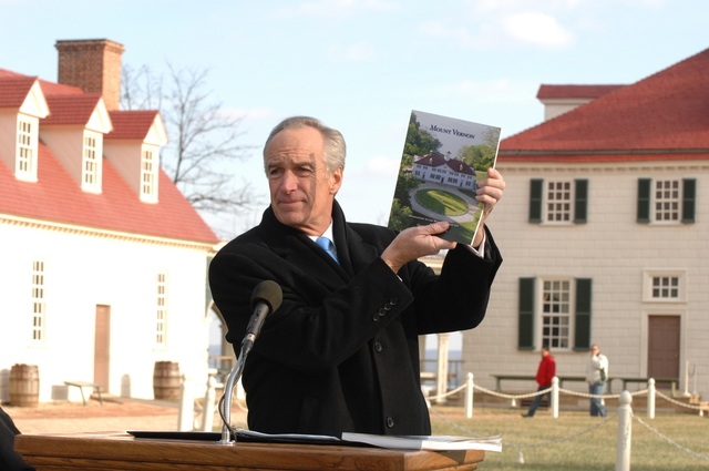 [Assignment: 48-DPA-01-12-09_SOI_K_Mt_Vernon] Visit of Secretary Dirk Kempthorne to Mount Vernon Estate and Gardens, Mount Vernon, Virginia, [for touring and announcement of the U.S. nomination of the George Washington home, along with the Papahanaumokuakea Marine National Monument in Hawaii, for inclusion on the United Nations Educational, Scientific, and Cultural Organization's (UNESCO's) World Heritage List.  Joining Secretary Kempthorne for the announcement was James Rees, Executive Director of the Mount Vernon Estate and Gardens.]  [48-DPA-01-12-09_SOI_K_Mt_Vernon_DOI_5726.JPG]