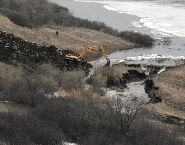 Dam/Levee Break ^ Flooding - LaMoure, N. D. , April 16, 2009 -- A breach at the LaMoure lake levee, has ocurred and water from the Sheyenne River is released.  FEMA is working with the U. S. Army Corps of Engineers and State and local officials to assist with the protection and recovery efforts being conducted in the Red River valley.  Photo by Patsy Lynch/FEMA