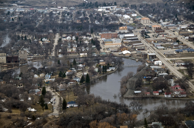 Dam/Levee Break ^ Flooding - Valley City, N. D. , April 16, 2009 --An aerial view of Valley City, ND shows the extent of flooding by the Sheyenne River.  FEMA is working with the Army Corps of Engineers and State and local officials to assist with the protection and recovery efforts being conducted in the Red River valley.  Photo by Patsy Lynch/FEMA
