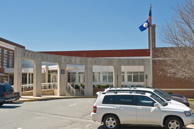 Office of the Administrator (Lisa P. Jackson) - Barrett Elementary [412-APD-475-2009-04-16_BarrettElementary_001.jpg]