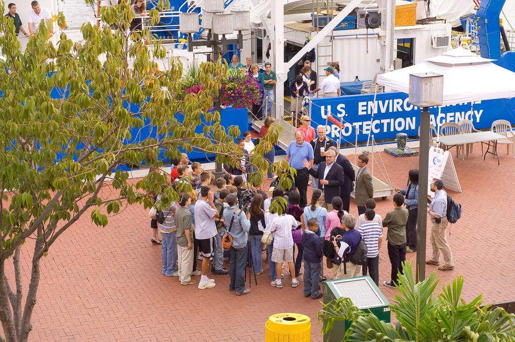 Office of Water - U.S. EPA Bold Event [412-APD-1029-2009-09-26_BoldInBaltimore_027.jpg]